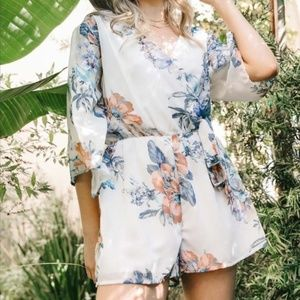 Bailey Blue floral 3/4 bell sleeve romper size XL
